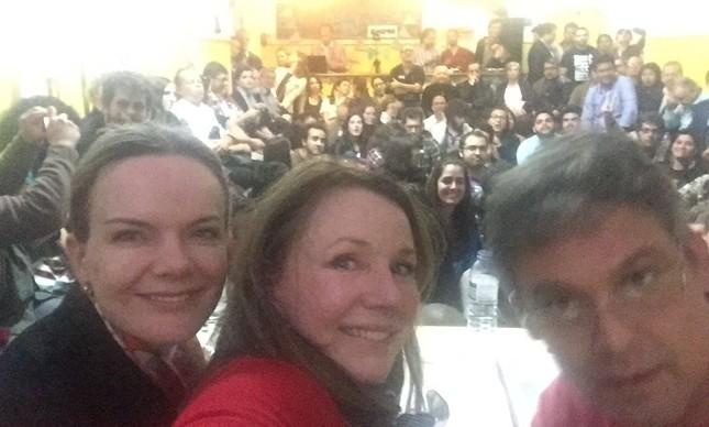 Os senadores Gleisi Hoffmann, Vanessa Grazziotin e Lindbergh Farias