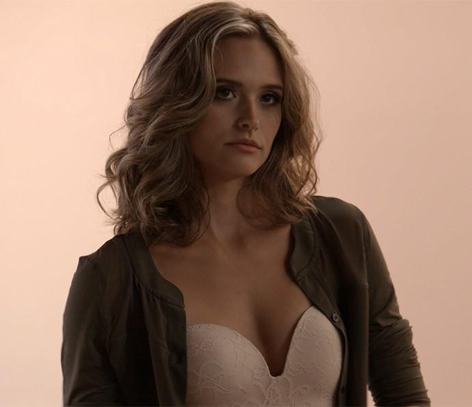 Cassandra usa o modelo de sutiã Laura (Foto: TV Globo)