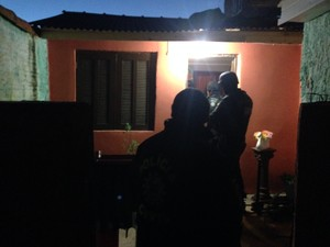 Polícia cumpre mandados de busca e apreensão e prisão em Porto Alegre (Foto: Charles Oliveira/RBS TV)