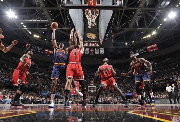 Chicago Bulls e Cleveland Cavaliers em ação pela NBA (Foto: David Liam Kyle/NBAE via Getty Images)