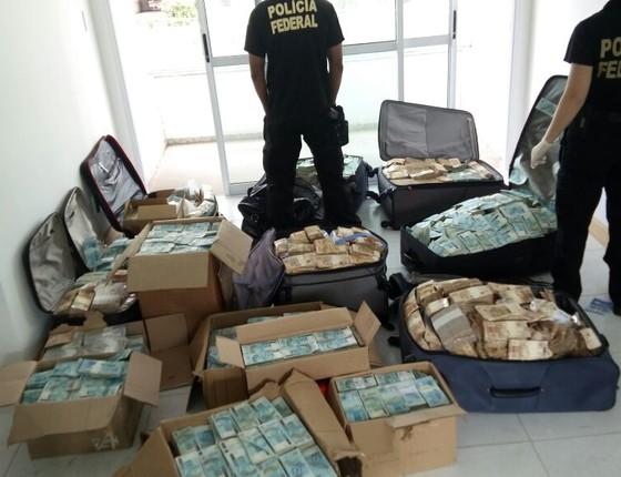 Malas de dinheiro encontradas em endereço atribuído a Geddel Vieira Lima, segundo a Polícia Federal (Foto: Reprodução)