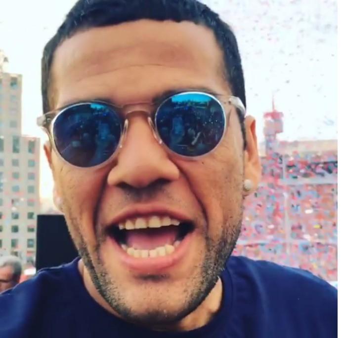 BLOG: Daniel Alves comemora título espanhol do Barcelona e cutuca rivais e críticos