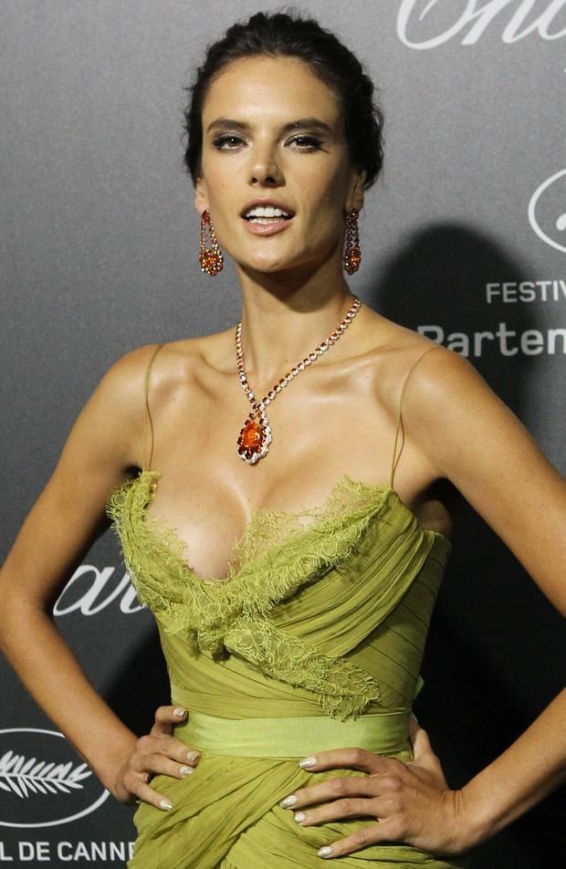 Alessandra Ambrosio em Cannes (Foto: AFP / Agência)