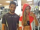 Ex-BBB Adriana mostra barriga chapada ao lado de personal trainer