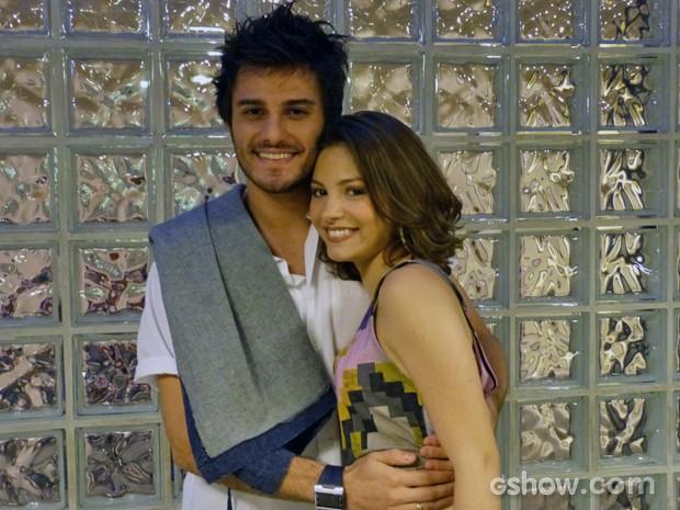 Os atores pedem um final feliz para a história de amor dos personagens  (Foto: Malhação / TV Globo)