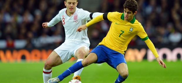 Jack Wilshere e Oscar Inglaterra x Brasil (Foto: Getty Images)