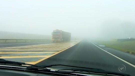 Neblina encobre Botucatu e dificulta trânsito na Rodovia Marechal Rondon