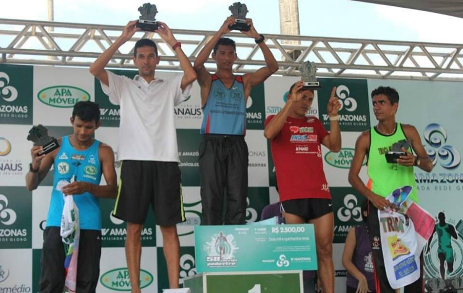 Campeões do percurso de 10 km (Foto: Alírio Lucas/ GE AM)