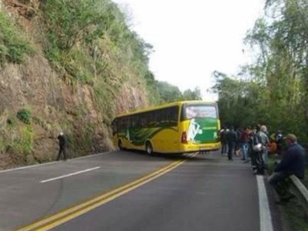 Ônibus assalto carro-forte RS (Foto: Reprodução/RBS TV)