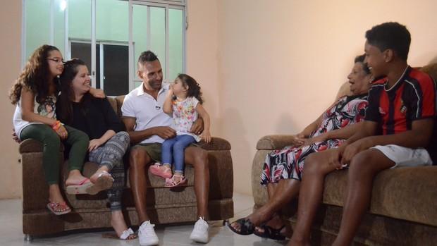 Djalmir com as quatros Marias (Foto: João Áquila / GLOBOESPORTE.COM)