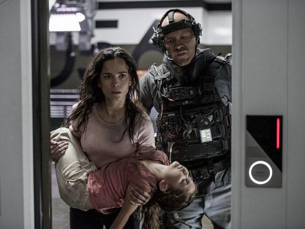 Alice Braga vive a enfermeira Frey no filme 'Elysium' (Foto: Divulgação)