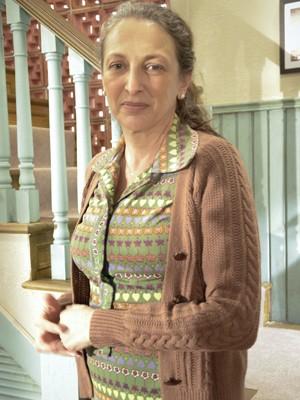 Debora Olivieri confessa que, por ser judia, teve dificuldade em interpretar uma carola (Foto: Guerra dos Sexos/ TV Globo)