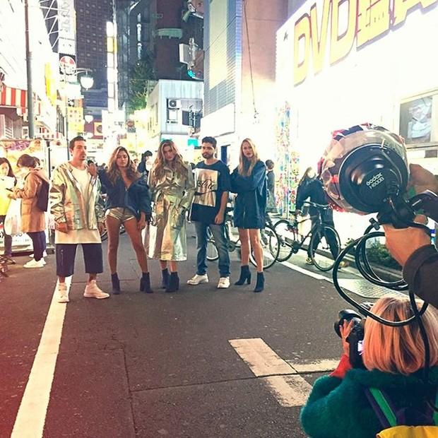 Di Ferrero, Carolina Oliveira e Sasha fotografam no Japão (Foto: Reprodução/Instagram)