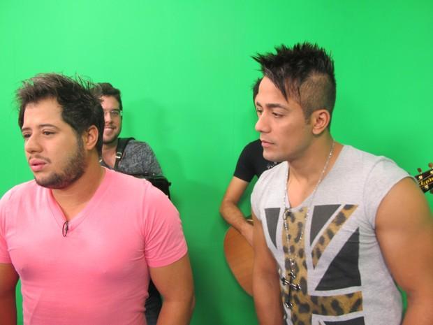 Hugo e Tiago falaram sobre os 10 anos de carreira da dupla (Foto: Alexandre Lopes / G1)