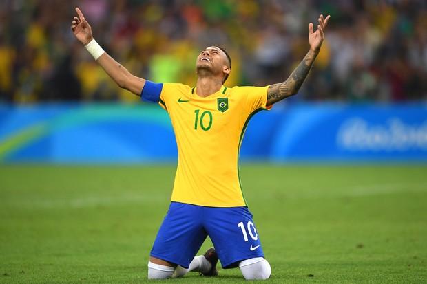 Neymar comemora medalha olímpica. Finalmente! (Foto: Buda Mendes/Getty Images)