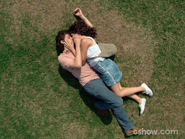 Eliane e Zé Alfredo se entregam ao amor (Foto: Império/TV Globo)