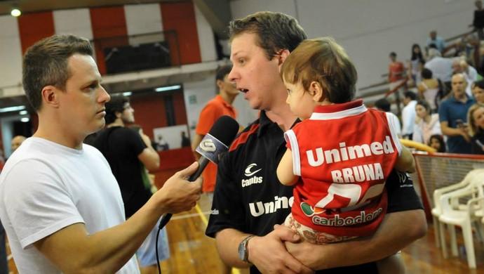 gustavo de conti e a filha bruna paulistano basquete (Foto: Divulgação)
