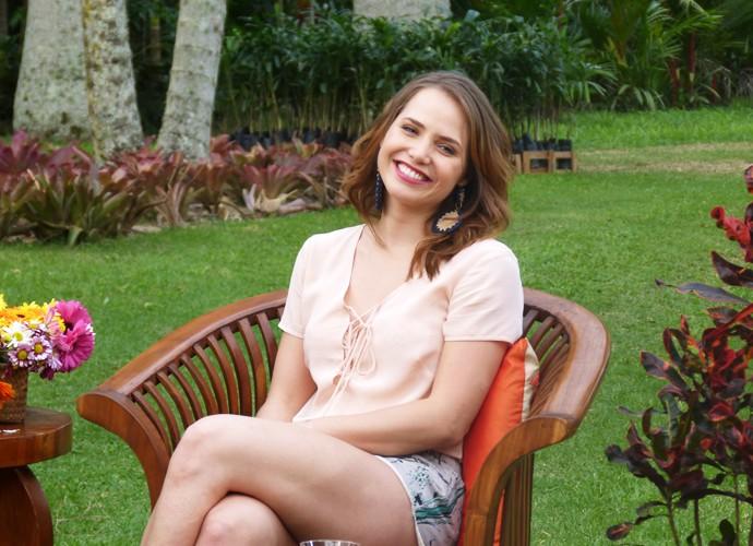 Letícia Colin é só sorrisos na gravação do Estrelas (Foto: Nathália Gomes/Gshow)