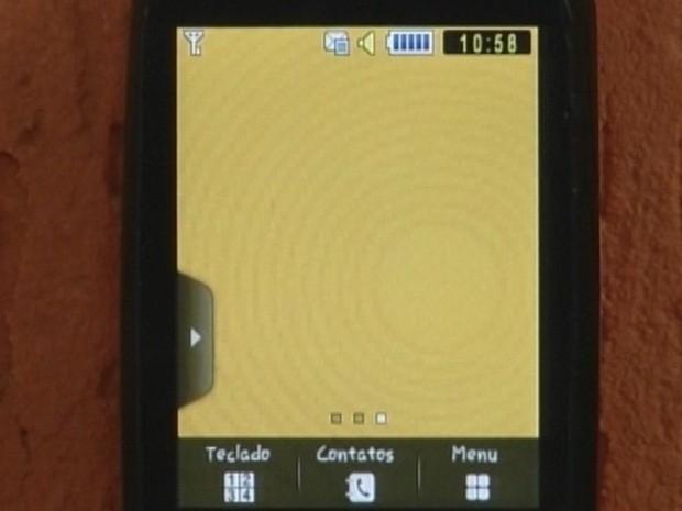 Celulares sem sinal na cidade (Foto: Reprodução TV TEM)