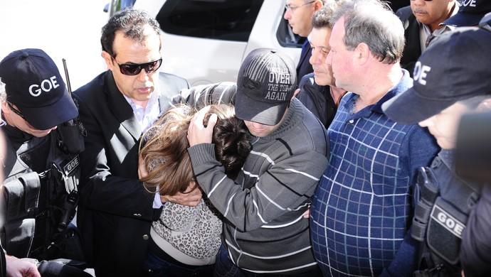 Patrícia Moreira chega à delegacia (Foto: Ronaldo Bernardi/Agência RBS)
