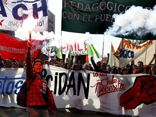 Estudantes chilenos protestam contra reforma na educação do país (Foto: Ivan Alvarado/Reuters)