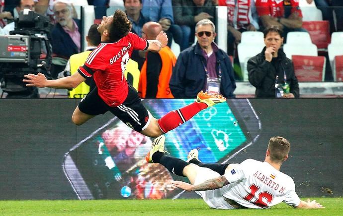 Alberto Moreno na final entre Sevilla e Benfica Liga Europa (Foto: Reuters)