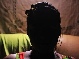 Joana (nome fictício) sofreu violência sexual em um ponto de prostituição quando tinha 17 anos (Foto: Mariana Frazão/TV Globo)