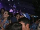 Juliana Paes beija muito na Sapucaí