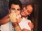 Ex-BBB Rodrigão posta foto romântica com Adriana