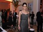 Carol Castro e mais famosos vão a prêmio de teatro no Rio