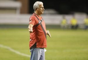 Time do técnico Sinomar Naves ameaça não entrar em campo (Foto: Marcelo Seabra/O Liberal)