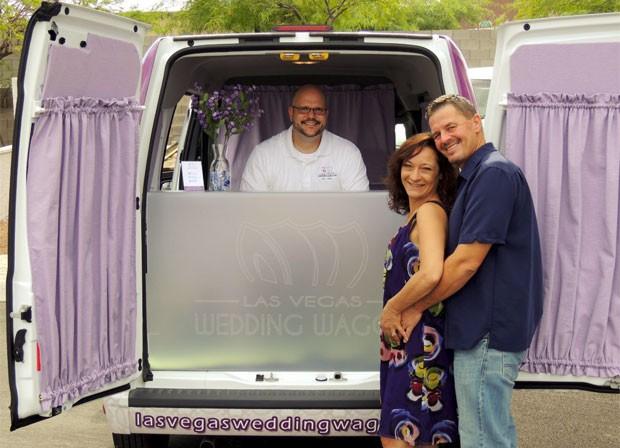 Dupla criou serviço de casamento móvel em Las Vegas. (Foto: Reprodução)