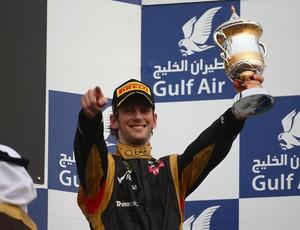 Grosjean não esconde o sorriso com o primeiro pódio, no Bahrein (Foto: Getty Images)