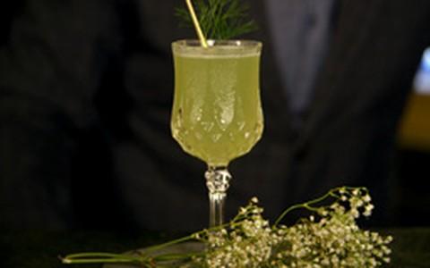 'Dill or no Dill': drinque revigorante é preparado com limão e gim