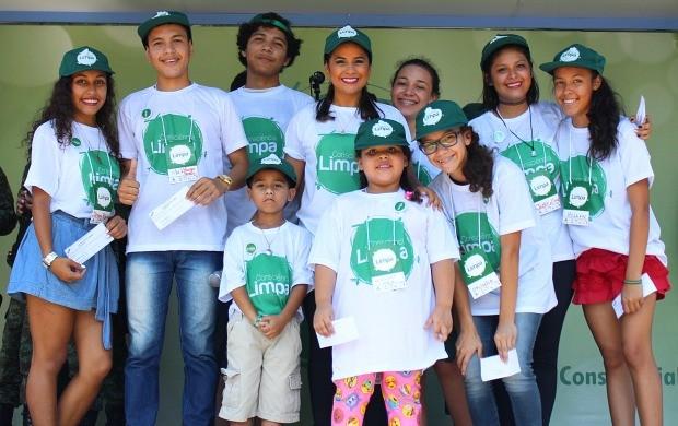 Vencedores da gincana se tornaram 'Sementinhas do Consciência Limpa' (Foto: Katiúscia Monteiro/ Rede Amazônica)