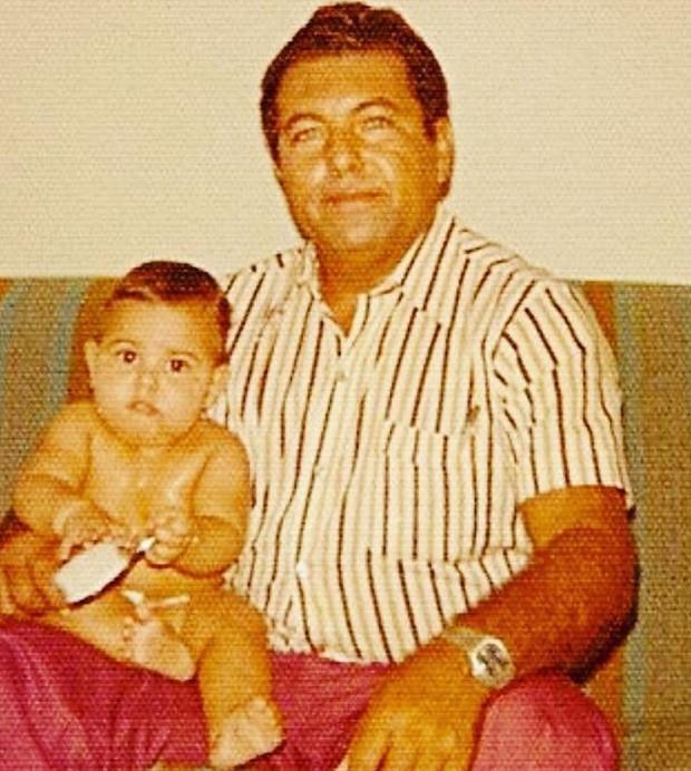 Fabiana Karla bebê no colo do pai (Foto: Reprodução/Instagram)