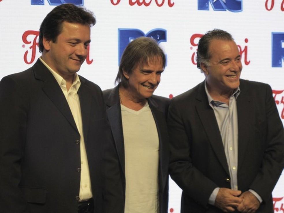 Wesley Batista, ao lado de Roberto Carlos e Tony Ramos, durante lançamento de campanha da Friboi em 2014 (Foto: Darlan Alvarenga/G1)