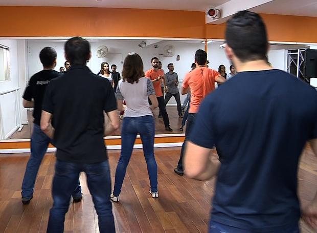 A dança pode ajudar a liberar os sintomas do stress  (Foto: Reprodução / RBS TV)