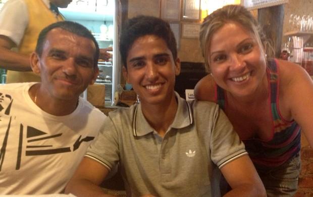 Igor Julião com o pai Roberto e a mãe Andréa (Foto: Arquivo Pessoal)