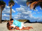 Mayra Cardi e o marido, Greto Guariz, mostram boa forma e capricham na sedução em campanha