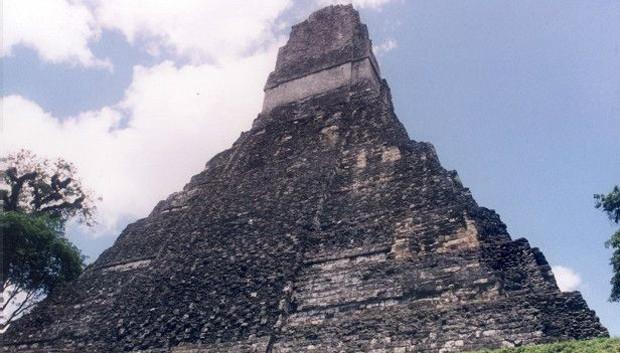 Tikal contém alguns dos mais impressionantes vestígios arqueológicos da civilização maia . É a reserva natural e cultural mais conhecida da Guatemala (Foto: BBC)