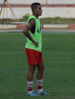 Calyson treinou entre os titulares do Sergipe (Foto: João Áquila / GloboEsporte.com)