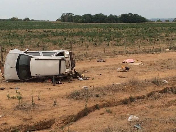 Enfermeira morre após capotar carro e ser arremessada na BR-070 (Foto: Ítalo Berto/ Clique F5)