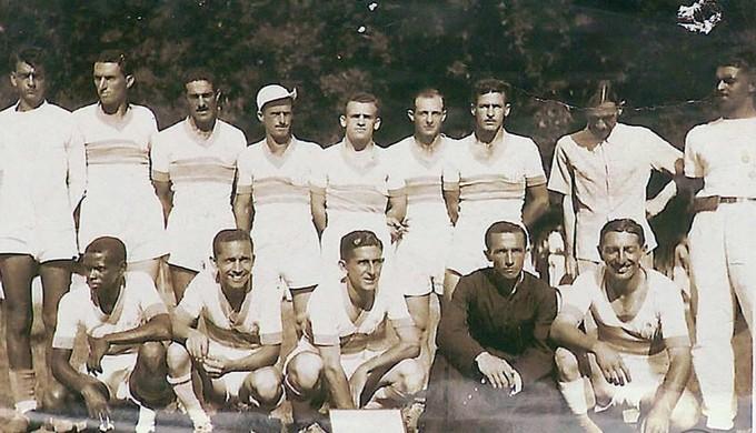 Até um padre vestido de batina fez parte do elenco de jogadores do time centenário (Foto: Reprodução EPTV / Tarciso Silva)
