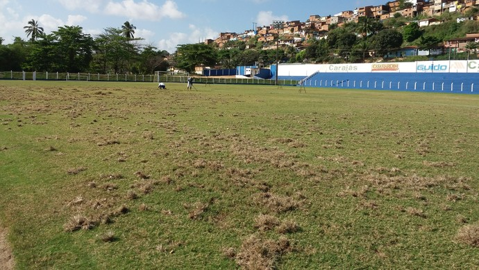 Campos do Mutange passam por reformas (Foto: Augusto Oliveira/GloboEsporte.com)