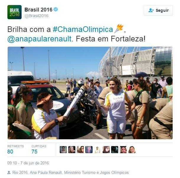 Ana Paula Renault com a Tocha Olímpica (Foto: Twitter / Reprodução)