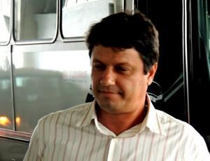 Adilson Batista técnico Figueirense aeroporto Florianópolis (Foto: Marcelo Silva)