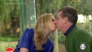 Angélica e Huck apresentam o Vídeo Show no maior love (Foto: TV Globo)