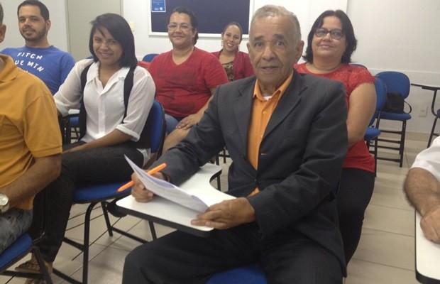 Leon Nolasco, 83 anos, se prepara para concluir curso de direito e quer mais (Foto: Fernanda Borges/G1)