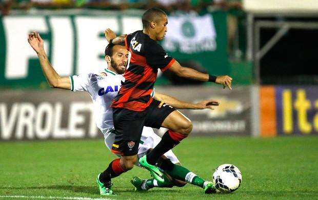 Leandro e Willie, Vitória X chapecoense (Foto: Márcio Cunha / Agência estado)